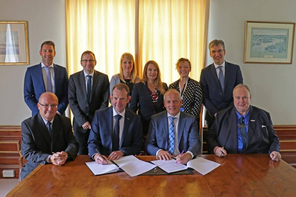 Dutch signs business agreement with the East